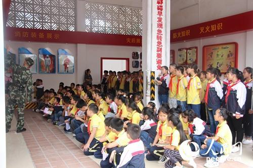 广西南丹公安消防组织三小学生参观v公安消防科小学潍坊光正图片