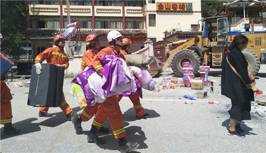甘肃陇南消防抵达九寨沟县漳扎镇 开展救援
