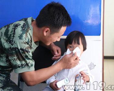 曲靖特勤消防官兵帮助走散孩童找到亲人